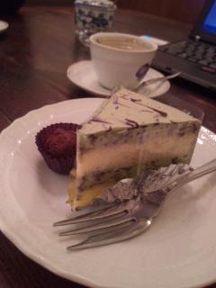 グーテ・ド・ママンのフレッシュトリュフと抹茶ケーキ