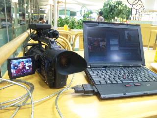 那覇空港のカフェで映像編集