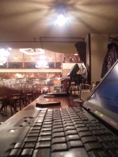 ホットスポットを使ってカフェで作業中