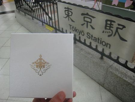 東京駅にもどったくがにちんすこうの贈答箱