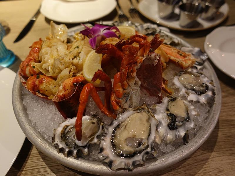 生牡蠣 ロブスター シュリンプの盛り合わせ